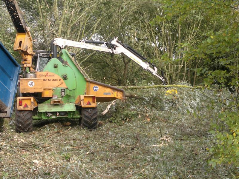 heizohack crane fed wood chipper